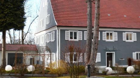 Im Schloss Illereichen bei Altenstadt finden vor allem Hochzeiten und Veranstaltungen statt. Die Baugenehmigung des Landratsamts Neu-Ulm für einen Umbau des historischen Gebäudes ist jedoch rechtswidrig.