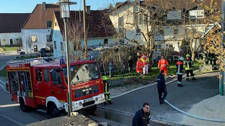 Einsatz für die Feuerwehr am Sonntagabend in Kellmünz: Ein Mann hatte beim Kochen versehentlich seine Wohnung in Brand gesteckt.