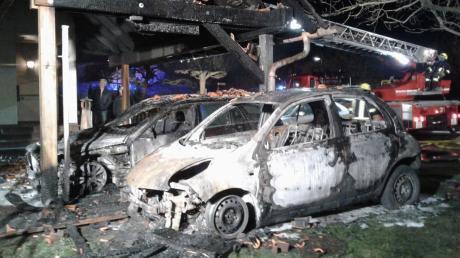 Rund 50000 Euro beträgt der Schaden, nachdem ein Auto in Illereichen in Brand geraten und dieser auf zwei weitere Autos übergesprungen war.