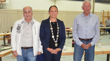 Neu an der Spitze im Rathaus in Bellenberg (von links): Dritter Bürgermeister Abdo De Basso, Erste Bürgermeisterin Susanne Schewetzky und ihr nächster Stellvertreter Gerhard Schiele.