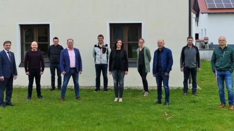 Erstmals zusammen am Ratstisch saßen (von links) der neue Bürgermeister der Gemeinde Kettershausen, Markus Koneberg, und die neuen Gemeinderatsmitglieder Fabian Fischer, Matthias Göppel, Karl Winkler, Sebastian Rehder, Susanne Rieder, Marina Göppel, Roland Knoll, Bernd Müller und Johann Neuhäusler.