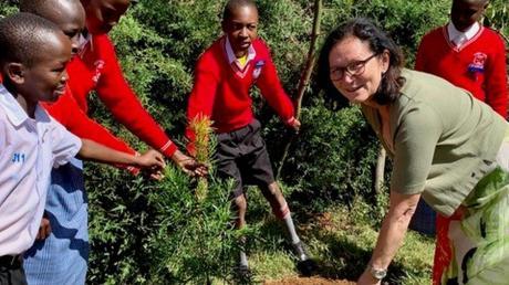 Es war ein Riesenfest, erzählt Sylvia Rohrhirsch: Gemeinsam mit den Schülern von Eldoret feierte sie Anfang des Jahres das fünfjährige Bestehen der Schule, die sie aufgebaut hat.