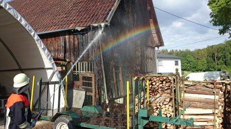 Etliche Feuerwehrler rückten am Dienstag nach Friesenhofen aus. Dort brannte eine Scheune.