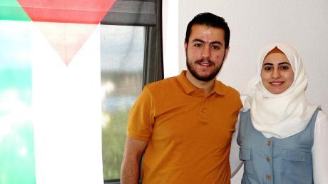Die Fahne der Palästinenser schmückt die Wohnung von Yumna und Yousef Dakakni in Vöhringen. Nach Jahren der Trennung hat das Ehepaar wieder zusammengefunden. Beide sagen, sie sehen in Deutschland ihr neues Zuhause.