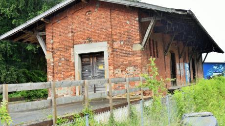 Im Hinblick auf die neue Nutzung der ehemaligen Güterhalle am Kellmünzer Bahnhof als Kulturstadel sollen die Fördermöglichkeiten geprüft werden.