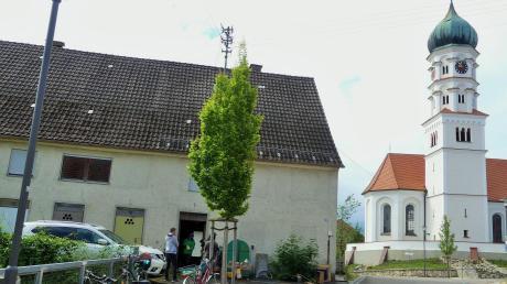 Das Lang-Haus befindet sich bei der Kirche und im historischen Ortskern, wo einst das spätrömische Kastell Caelius Mons stand. Das Haus wird selbst bald Geschichte sein. Es soll abgerissen werden.