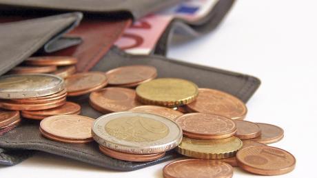In einem Friedberger Supermarkt wird einer 71-Jährigen der Geldbeutel gestohlen. Wie sie abgelenkt wurde.