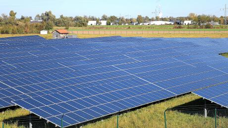 Das Unternehmen Vensol möchte in Illertissen eine Freiflächen-Fotovoltaikanlage bauen. Wie im Unterallgäu plant die Babenhauser Firma auch bei dem Projekt an der Autobahn 7 eine Bürgerbeteiligung.