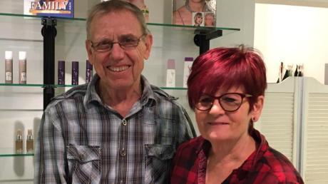 Ihren Ruhestand haben sich Tony und Raimund Leger redlich verdient, auch wenn sich die beiden Friseure erst noch daran gewöhnen müssen.