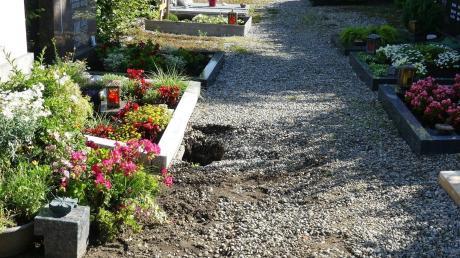 Das Unwetter hat Schäden auf dem Kellmünzer Friedhof hinterlassen.