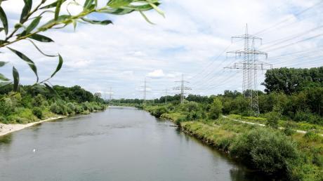 Ein Stück nördlich der Illerbrücke, von der dieses Foto aufgenommen wurde, beginnt der rund vier Kilometer lange Sanierungsabschnitt.