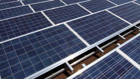 Der Bau von PV-Anlagen auf Freiflächen sorgt vielerorts für Diskussionsstoff.