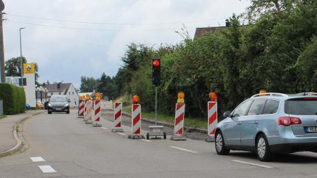 Eine Ampel regelt den Verkehr an der Unterrother Straße.