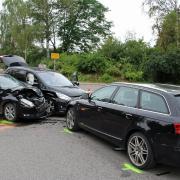 Drei verbeulte Autos – das ist die Bilanz dieses Zusammenstoßes am Montagnachmittag bei Betlinshausen.