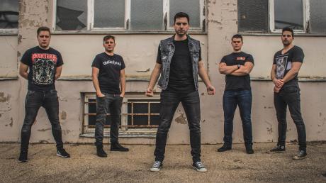 Ein neuer Song mit packendem Musikvideo: Die Facing Fears starten wieder in voller Besetzung durch. Von links: Frank Reinelt, Marcel Hopf, Deniz Dogru, Alexander Binder und Lucas du Hommet.