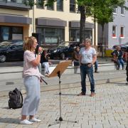 Die Demonstration auf dem Illertisser Marktplatz am Sonntagnachmittag war für 100 Menschen genehmigt. Mehrere Initiativen hatten sich dazu zusammengeschlossen.