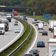 Zwischen den Anschlussstellen Illertissen und Altenstadt der Autobahn A7 finden ab dem 17. Mai Bauarbeiten statt.
