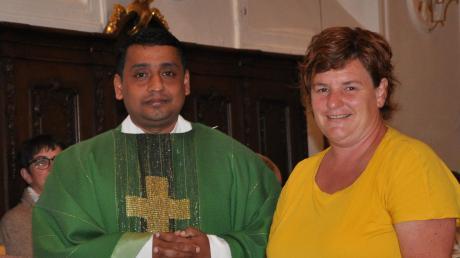 Pater Philipp wurde von zahlreichen Gläubigen und Pfarrgemeinderatsvorsitzender Sabine Wachter herzlich willkommen geheißen.