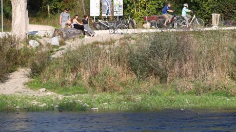 Das Illerufer ist ein beliebtes Naherholungsgebiet. Im Vöhringer Bauausschuss wurden nun Ideen gesammelt, wie der Fluss weiter aufgewertet werden könnte.