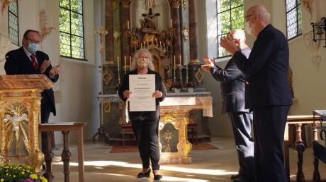 Karl-Heinz Seidel (Stiftungsvorstand), Maria Störk (Gildemeisterin Matzenhofer Schwabengilde), Klaus Wolf (Stiftungsvorstand) und Hans Frei (Stiftungsvorstand) bei der Auszeichnung.