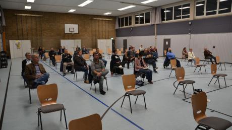 Die Bürgerversammlung in Tiefenbach fand in der modernisierten Gemeindehalle statt. Anders als sonst kamen nur etwa 30 Zuhörer, Fragen wurden keine gestellt.
