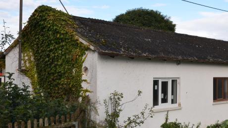 Das Dach der alten Gefriere in Unterroth ist marode.