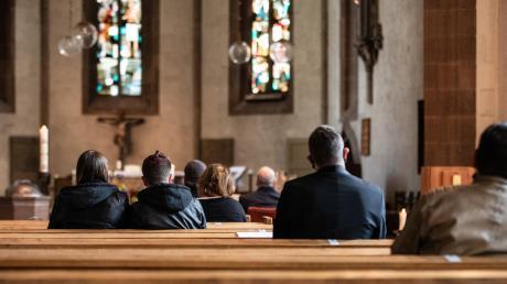 Trotz Corona finden auch in diesem Jahr Gottesdienste an Heilig Abend statt. Da die Personenanzahl beschränkt werden muss, planen einige Kirchengemeinden im Landkreis Neu-Ulm mehrere Andachten hintereinander.