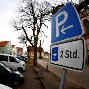 Auch südlich der Weißenhorner Stadtpfarrkirche (an der Illerberger Straße) und auf dem Parkplatz Innenstadt sowie am alten Busbahnhof wird die Parkzeit auf zwei Stunden begrenzt. Das gilt allerdings nur tagsüber.