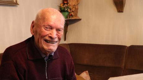 Valentin Mayer ist 100 Jahre alt. Nun hat er endlich seine Corona-Impfung erhalten. Die Organisation war für den Jedesheimer nicht einfach.