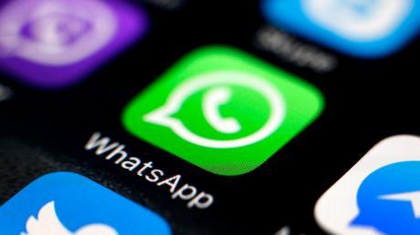 Eine Dillingerin ist auf die angebliche Whatsapp-Nachricht ihres Bruders hereingefallen.