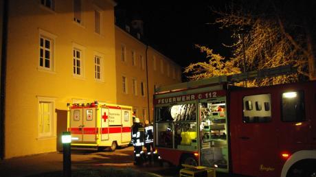 Bei einem Brand im Ursberger Krankenhaus St. Camillus ist ein Patient ums Leben gekommen. Drei weitere Patienten wurden erheblich verletzt (schwere Rauchvergiftungen). Zehn weitere Patienten erlitten möglicherweise leichte Rauchvergiftungen.