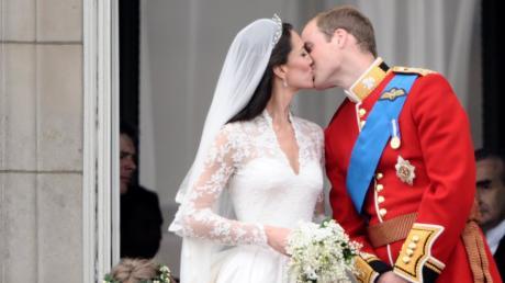 Bei der Live-Übertragung der Hochzeit von William und Kate hat ein Augsburger zu laut gefeiert.