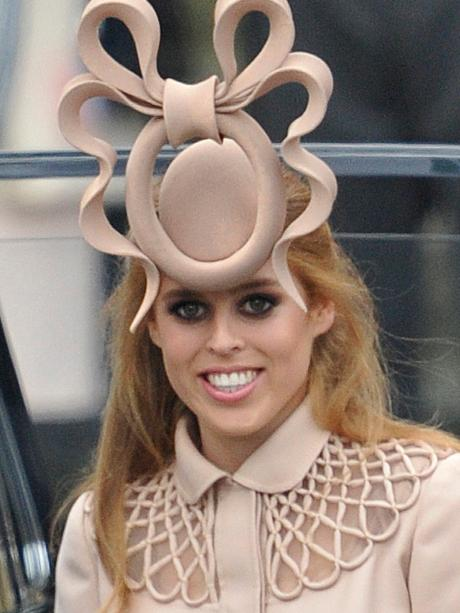 anders elegante Schuhe bieten eine große Auswahl an Hochzeit von William und Kate: Prinzessin Beatrice: Hut nach ...