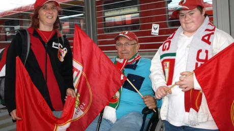 Familie Marcher, Michael, Beate und Enkel Adrian, will den FCA unterstützen.