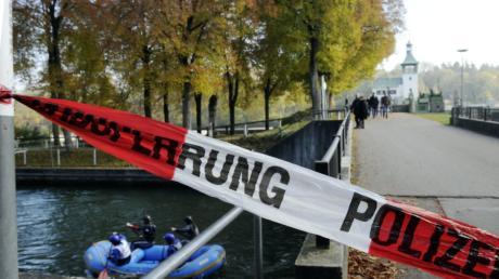 Wo am Vortag noch hunderte Polizisten nach den Mördern suchten, liefen am Samstag Raftingmeisterschaften.