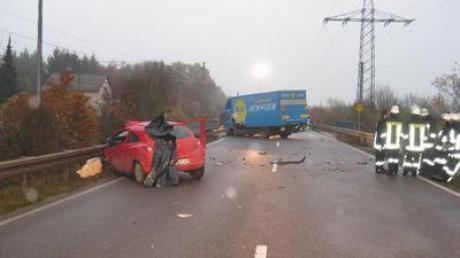 Ein tödlicher Verkehrsunfall ereignete sich am Donnerstag bei Asbach-Bäumenheim. Ein 70-Jähriger prallte frontal mit einem Kleintransporter zusammen und wurde tödlich verletzt.