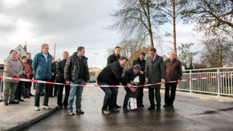 Eine Million Euro verbaute der Landkreis in eine neue Brücke und die Sanierung der Straße nach Steinheim.