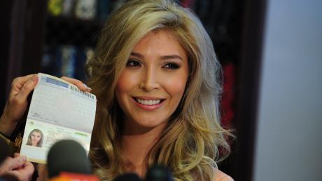 Die kanadische Transsexuelle Jenna Talackova soll nun doch an der Wahl zur Miss Universe in ihrer Heimat teilnehmen dürfen. Ursprünglich war sie wegen ihrer Geschlechtsumwandlung ausgeschlossen worden.