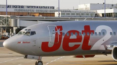 Mit einem Flieger der Niedrigpreisfluggesellschaft «Jet2.com» flog der Elfjährige nach Rom. Foto: Bernd Settnik