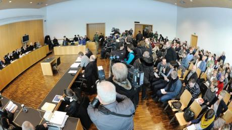 Das Medienecho beim Prozessauftakt im Augsburger Polizistenmord war enorm.