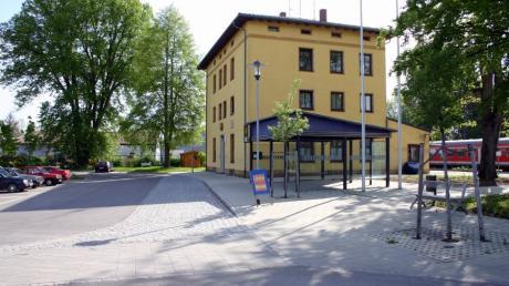 Der Bahnhof in Burgheim. Hier gibt es bisher weder eine Lautsprechanlage noch eine digitale Anzeigetafel.