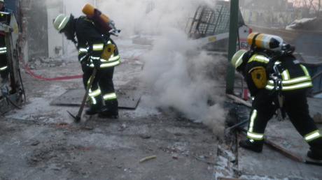 Die Berufsfeuerwehr Augsburg wurde am Freitag gegen 18.30 Uhr in die Siegfriedstraße gerufen. Anwohner hatten einen Brand gemeldet.