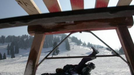 Eine 80-Jährige wurde bei einem Wintersportunfall schwer verletzt.