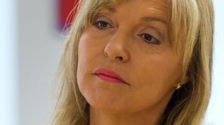 CSU-Politikerin Beate Merk soll persönlich in das Verfahren gegen den Möbel-Inhofer-Chef eingegriffen haben.