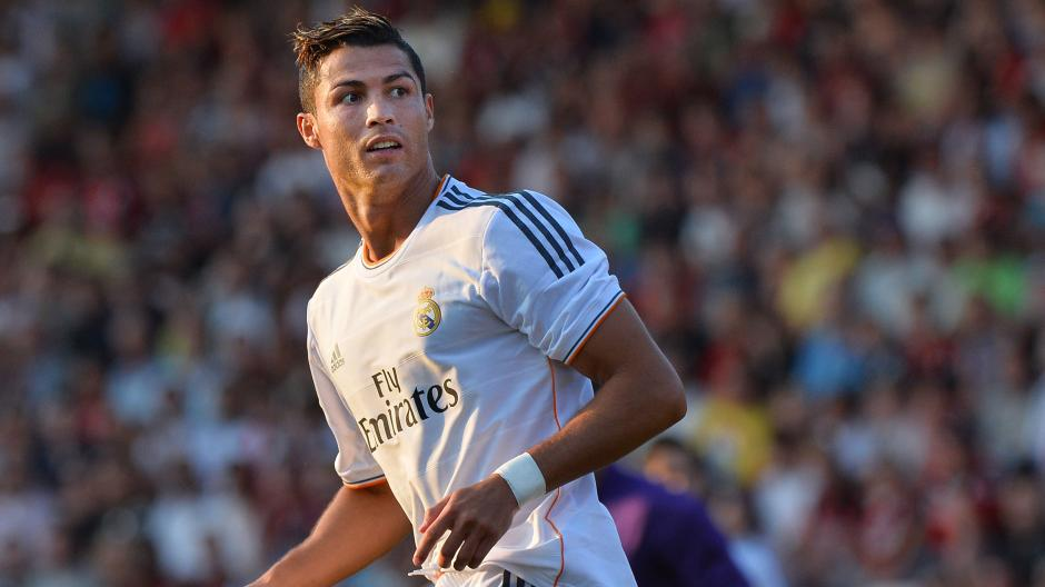 Freistoß Arm Dran Ronaldo Freistoß Bricht Kind Das Handgelenk