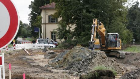Auf der Fläche des geplanten Park-AND-Ride-Parkplatzes vor dem Bahnhof in Oberhausen (im Hintergrund) wurden die Fliegerbomben bei den Bauarbeiten entdeckt.