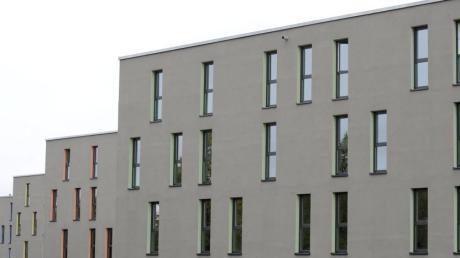 Zu den glücklichen Studenten gehört, wer einen der preiswerten Plätze des Studentenwerks bekam – beispielsweise in dem Wohnheim an der  Bürgermeister Ulrich Straße.