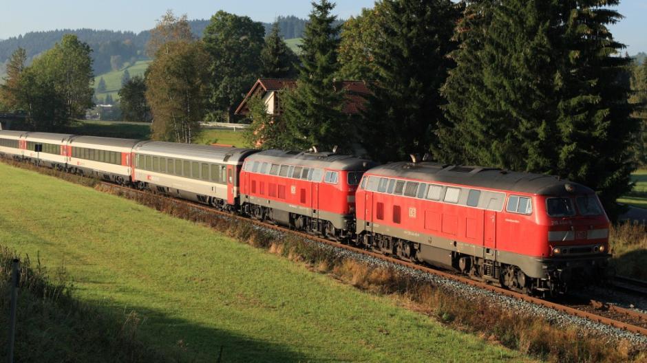 Kempten Feuer In Eurocity Zug Mit 70 Reisenden Hält Auf