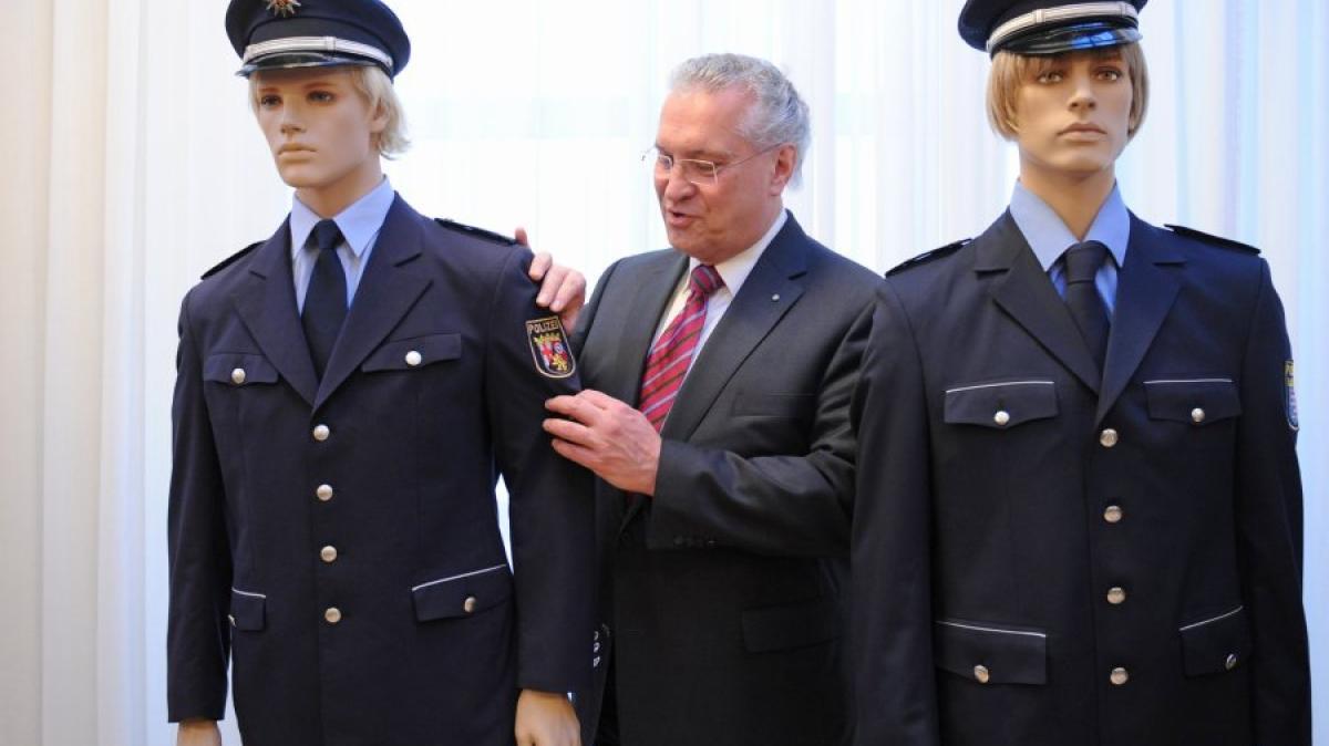 bayern bayerische polizei bekommt 2016 neue uniformen. Black Bedroom Furniture Sets. Home Design Ideas