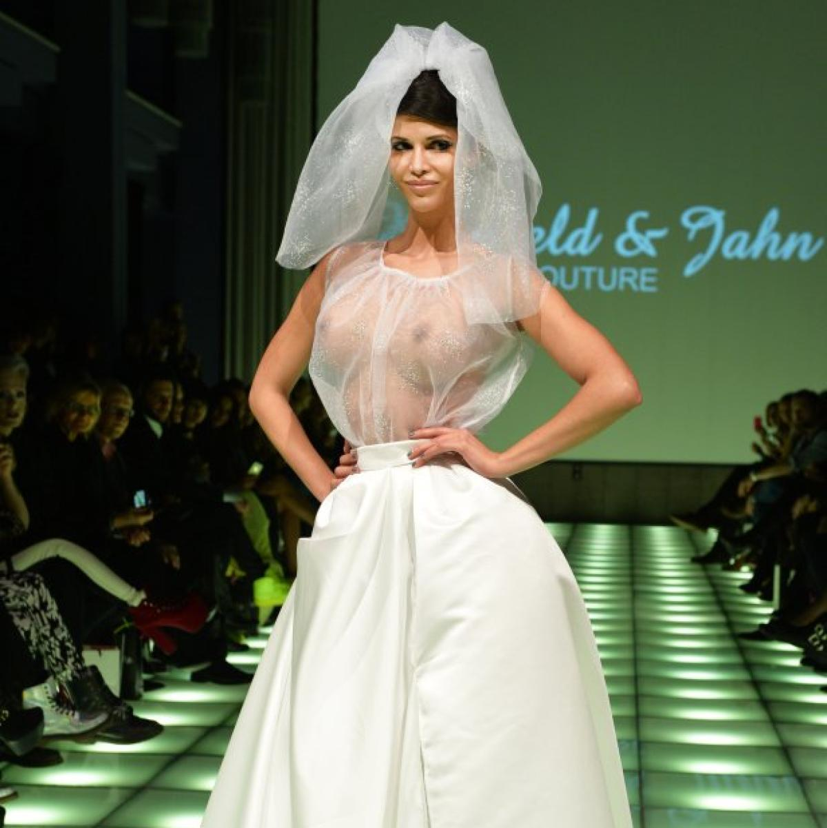 Fashion Week: Modewoche in Berlin: Micaela Schäfer im